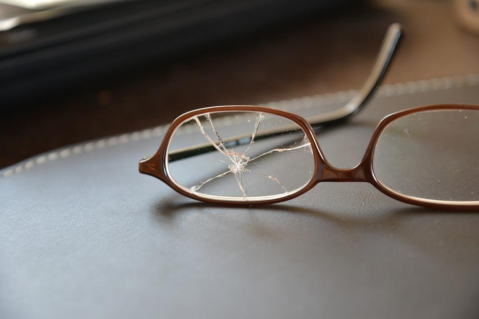 Brillenversicherung: Glas zerbrochen